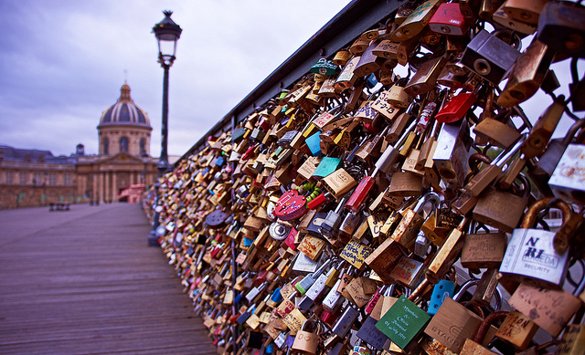 How militias doomed an iraqi s attempt to replicate paris for Love lock bridge in paris